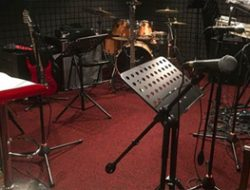Crash Müzik Stüdyosu  prova için bizi tercih eden müzisyenlere en güzel ''sound''u sağlamak için en güncel ekipmanları sürekli temin ederek sizleri memnun etmeyi amaçlamaktadır.