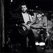 Müjdat Gezen Sanat Merkezi Ziverbey Konservatuvarı'da Hafif Batı Müziği mezunudur; uzun yıllardır gitar eğitimi vermektedir.