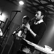 Adnan Menderes Üniversitesi Müzik Öğretmenliği Bölümü mezunudur. Profesyonel müzik kariyerine klarnet eğitimi vererek devam etmektedir.